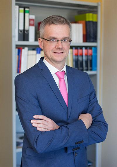 Dr. Dirk Paust